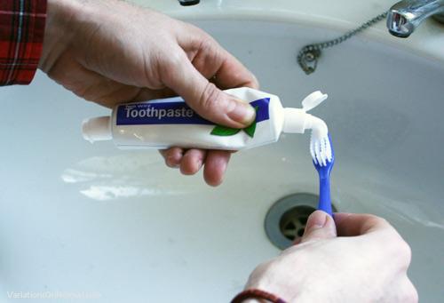 اختراع/ معجون أسنان يفتح الاتجاهين tooth1.jpg