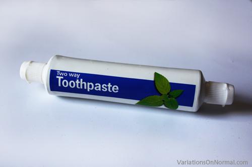 اختراع/ معجون أسنان يفتح الاتجاهين toothpaste.jpg
