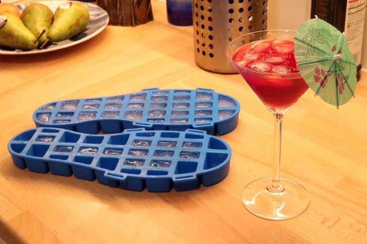 Ice cube tray snow grips
